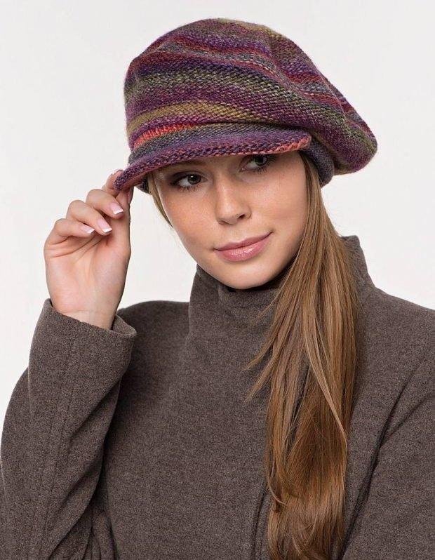 вязанная разноцветная кепка