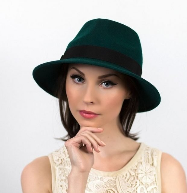 шляпа федора зеленого цвета