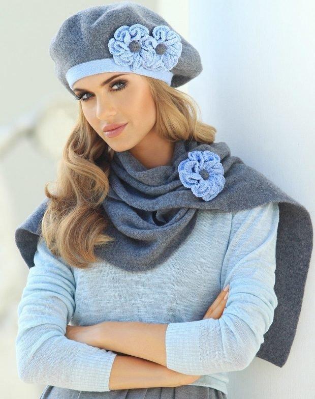 женские головные уборы осень зима 2019 2020: вязанный берет с цветами