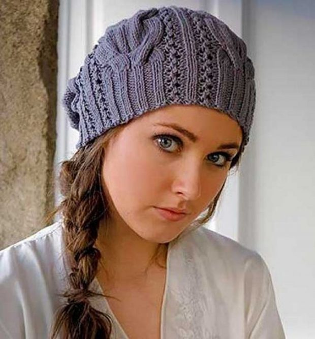 модные головные уборы осень зима 2020: серая вязанная шапка