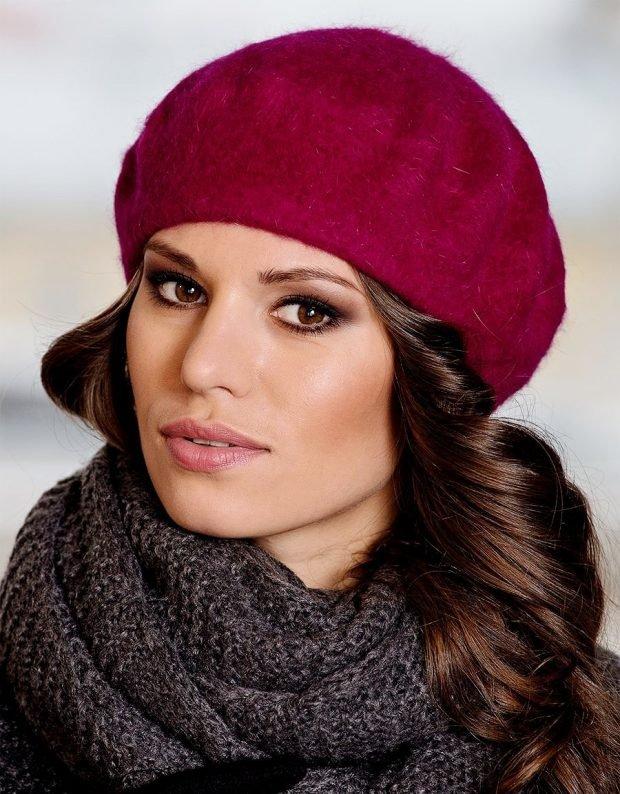 модные головные уборы осень зима 2019 2020: малиновый берет