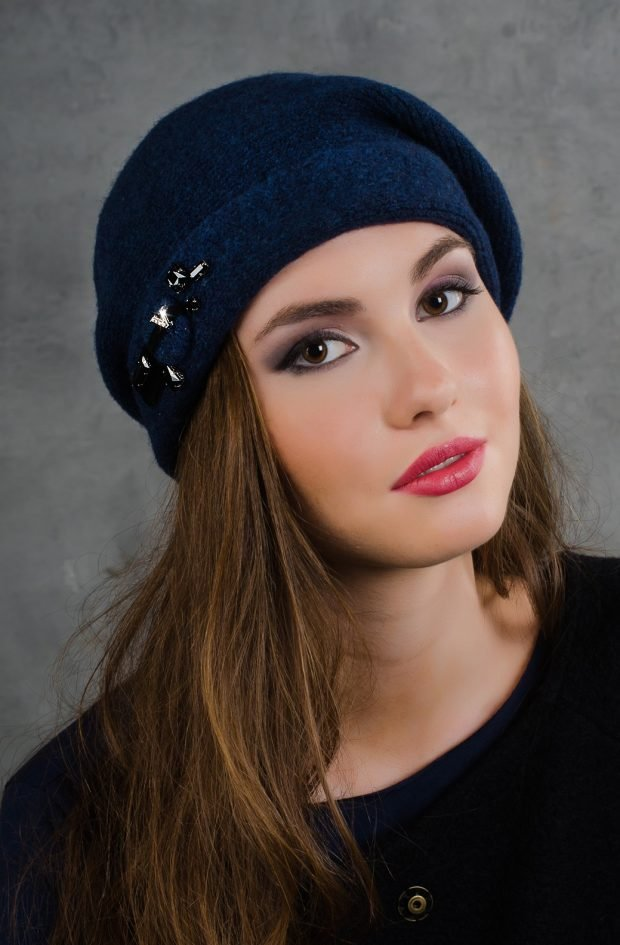 женские головные уборы осень зима 2019 2020: берет в синей цветовой гамме
