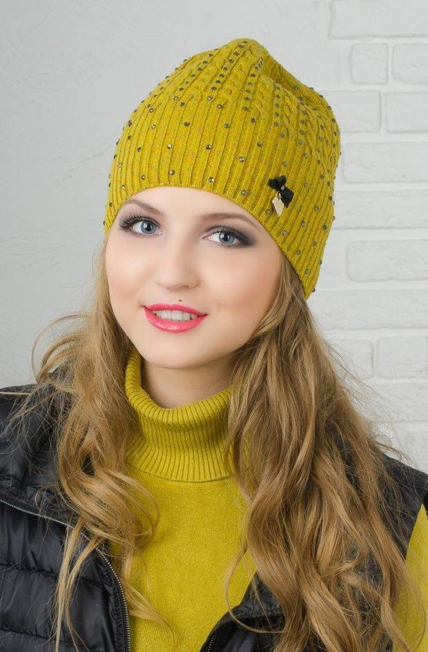 головные уборы осень зима 2020 2021: желтая вязанная шапка