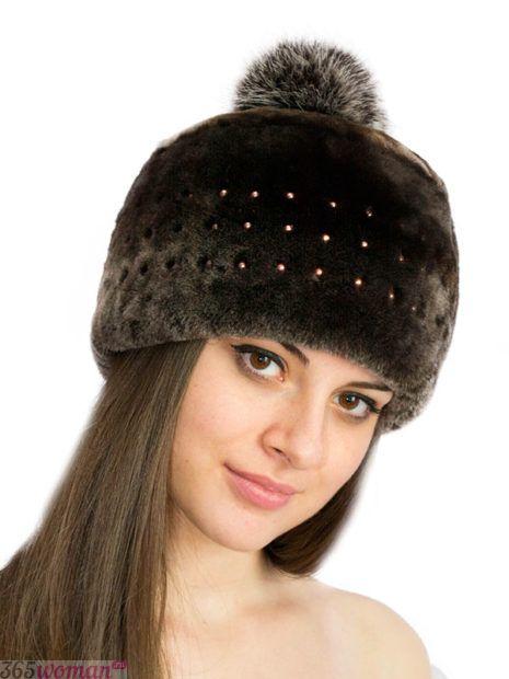 меховая шапка с помпоном
