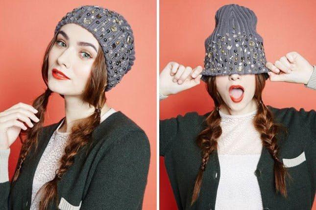 серая меланжевая шапка бини с декором