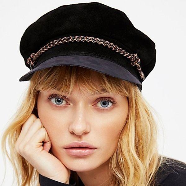 черная женская кепка с декором