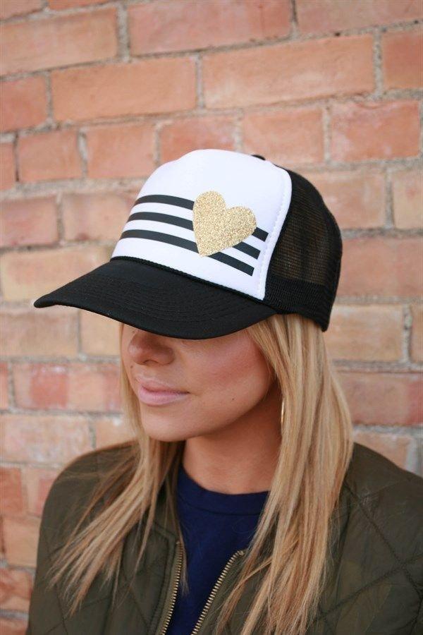 женская кепка с рисунком