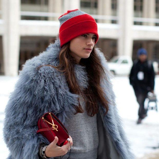 красно-серая шапка бини