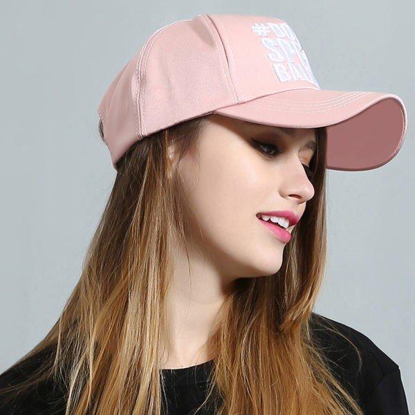 розовая женская кепка