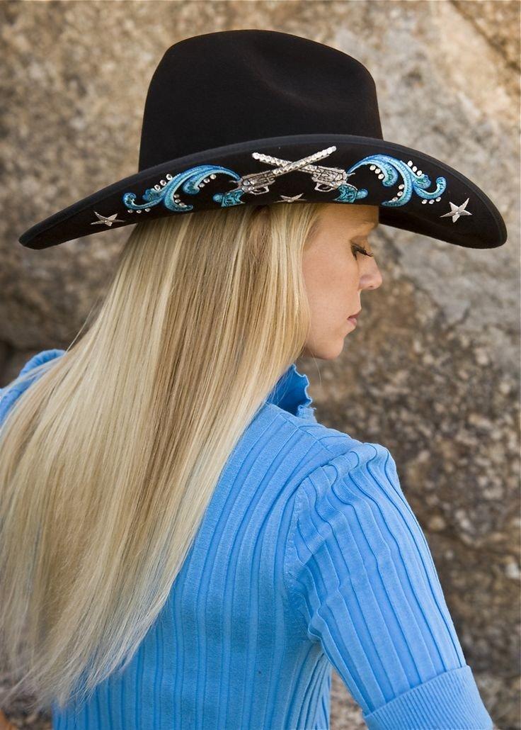 черная ковбойская шляпа с рисунком