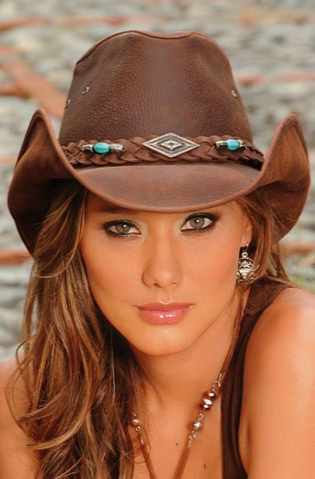 коричневая кожаная ковбойская шляпа с декором
