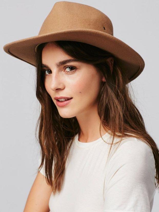 бежевая ковбойская шляпа