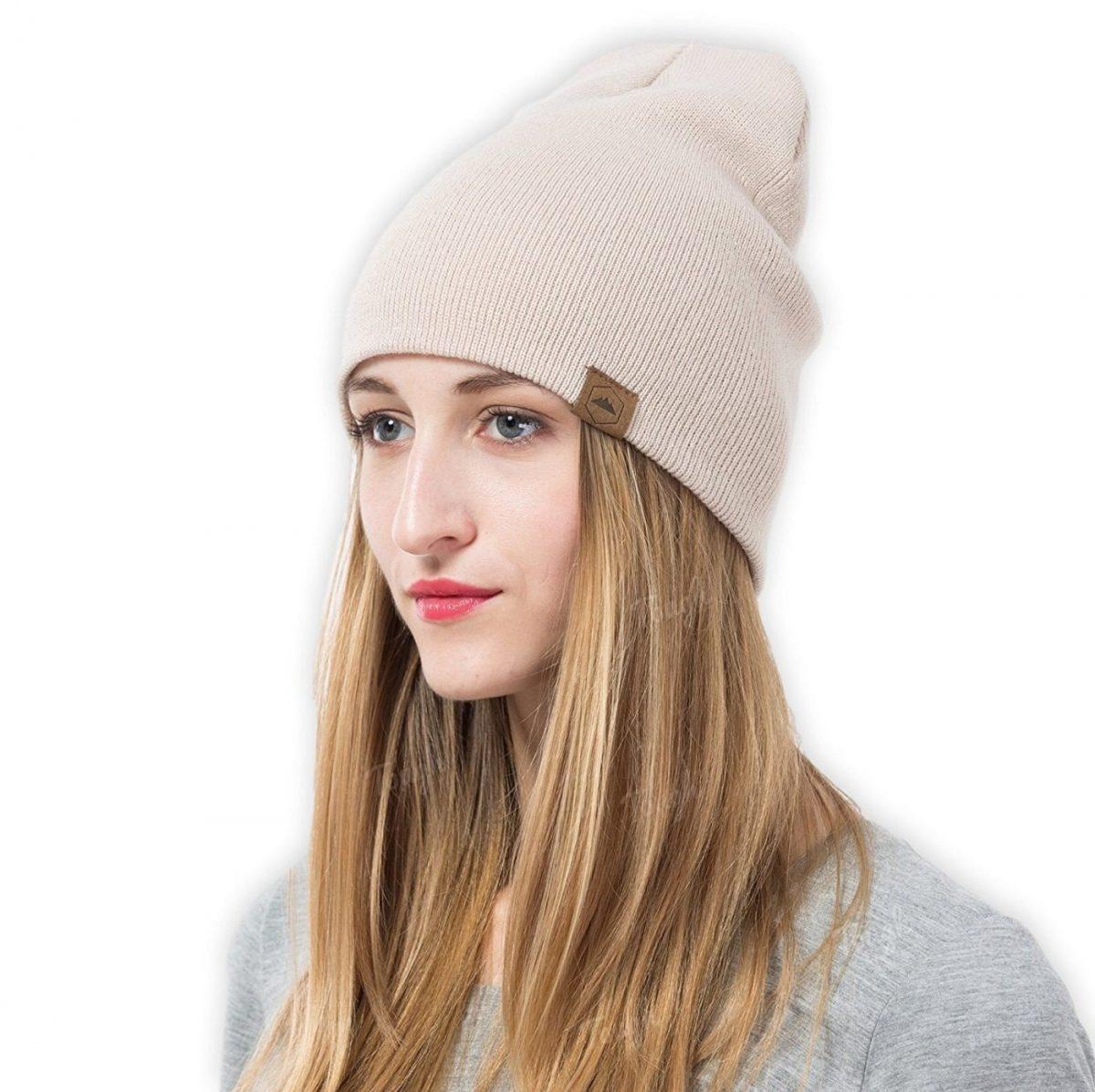 светлая шапка бини