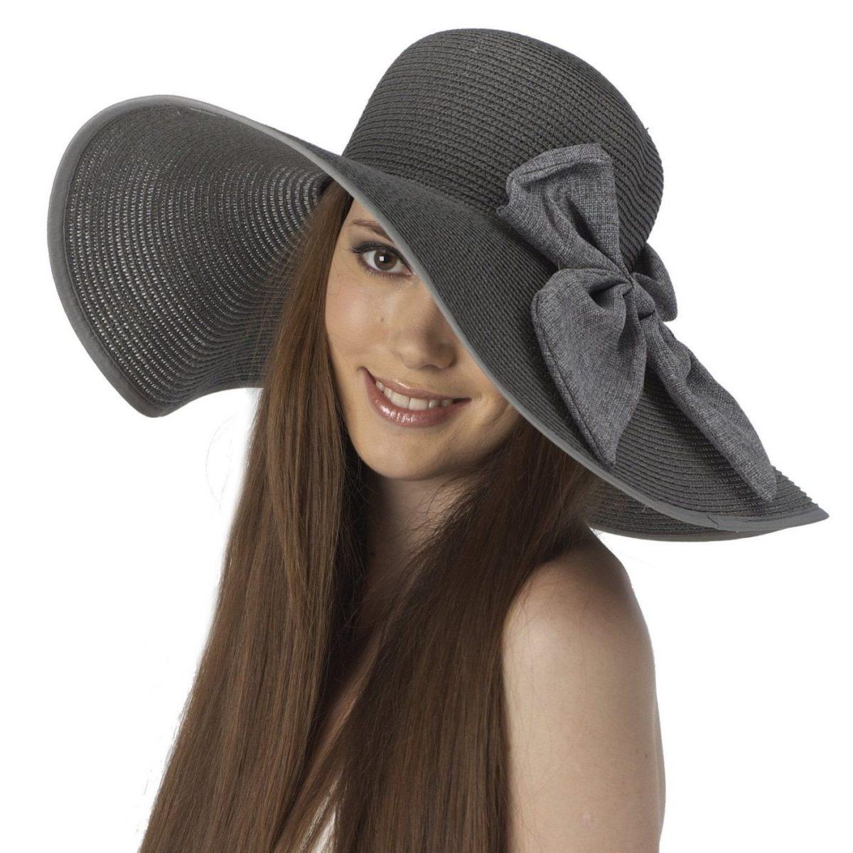 светлая широкополая шляпа с бантом