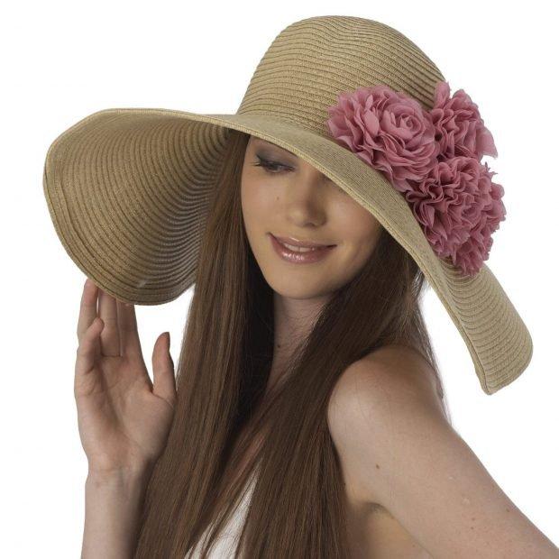 широкополая соломенная шляпа с цветами