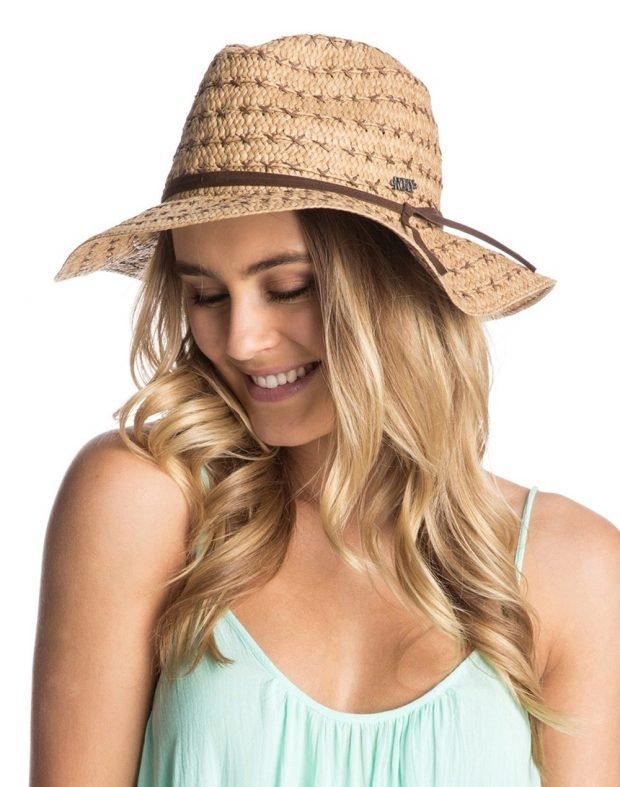 соломенная шляпа с коричневой лентой