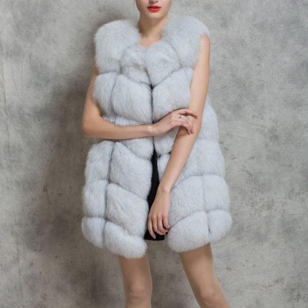 с чем носить белый объемный меховой жилет