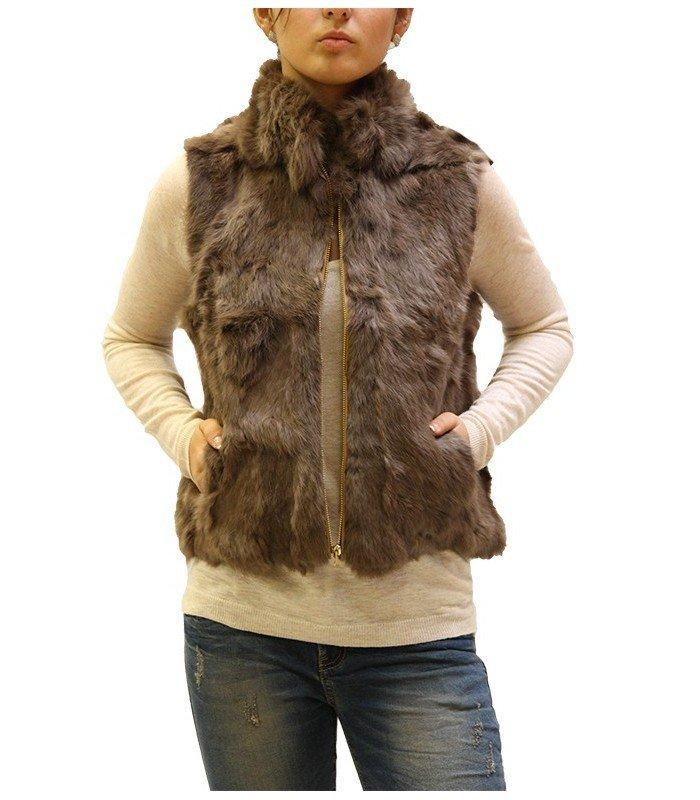 с чем носить коричневый короткий меховой жилет на замке