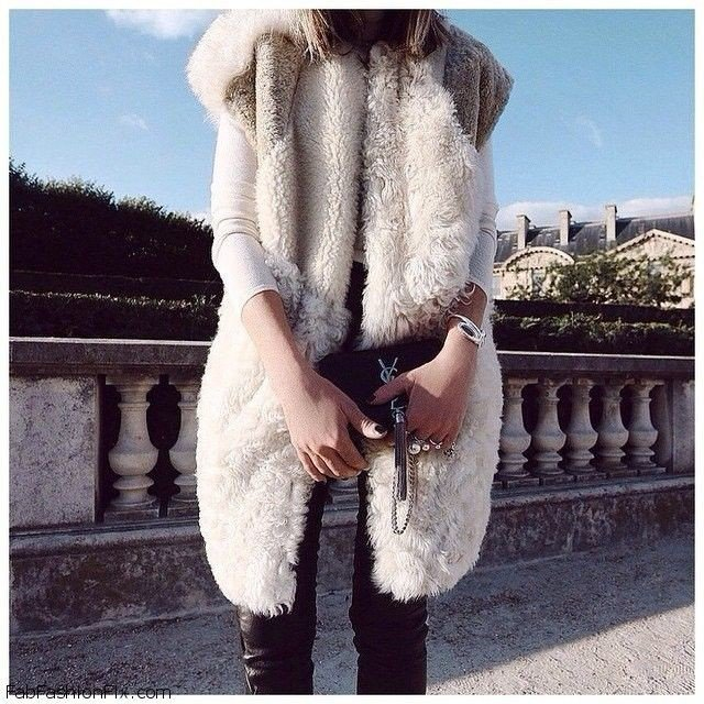 с чем носить белый удлиненный объемный меховой жилет