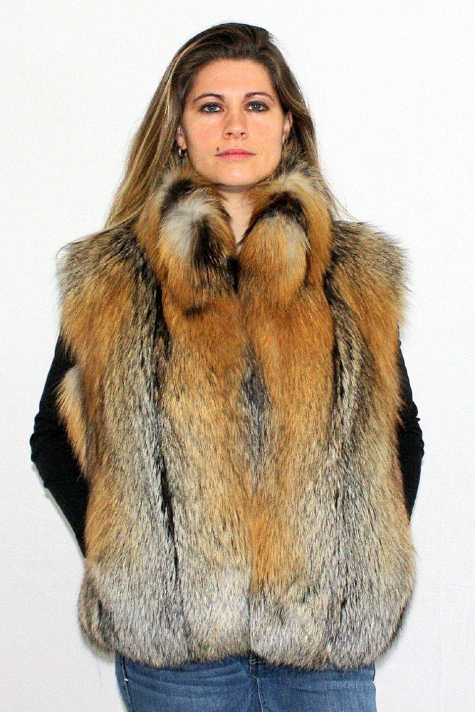 с чем носить короткий жилет из меха лисы