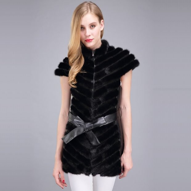 с чем носить черный норковый жилет с поясом