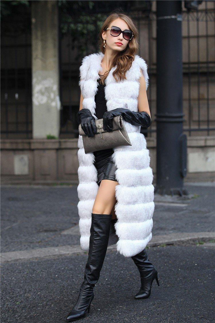 с чем носить длинный белый меховой жилет