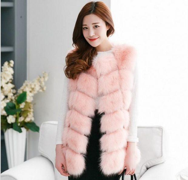 с чем носить светло-розовый меховой жилет