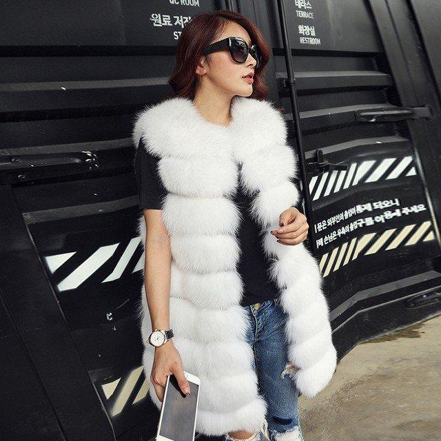 белый объемный меховой жилет с чем носить