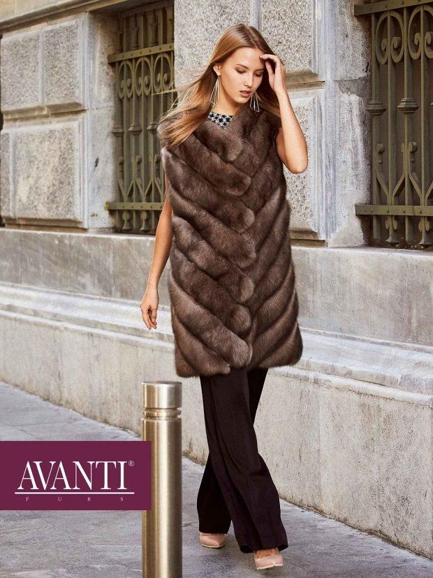 коричневый удлиненный меховой жилет с чем носить