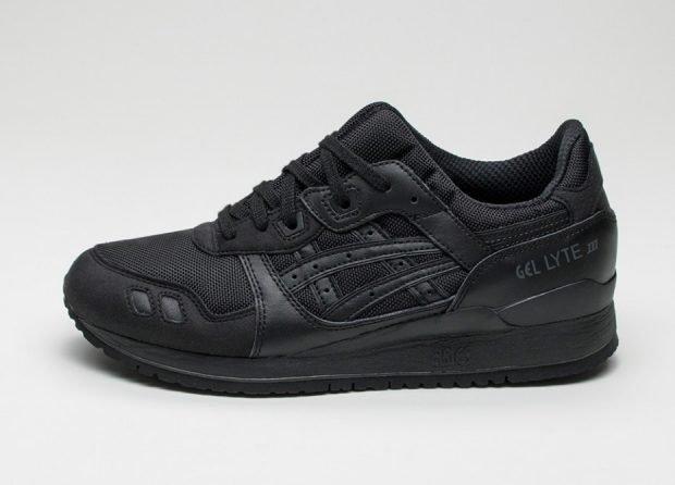 монохромные кроссовки черного цвета