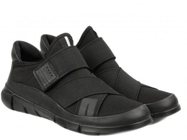 черные монохромные кроссовки