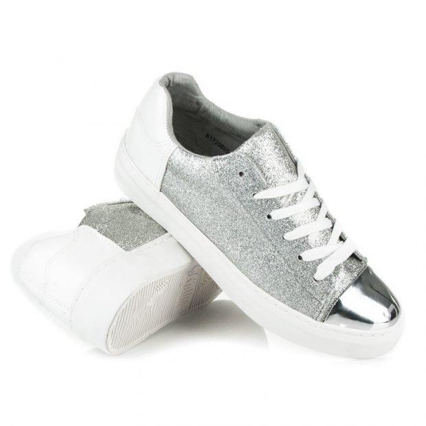 серебристые кроссовки
