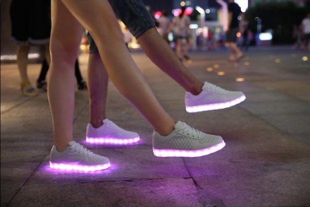 кроссовки унисекс со светящейся подошвой