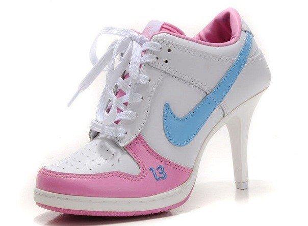 разноцветные кроссовки на каблуке