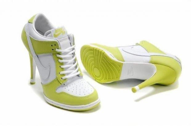 лимонные кроссовки на каблуке