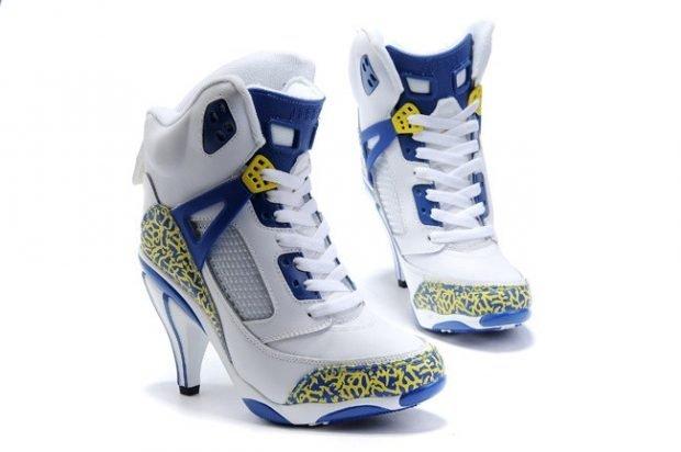 цветные кроссовки на каблуке
