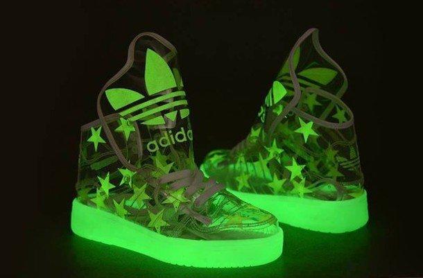 яркие кислотные кроссовки