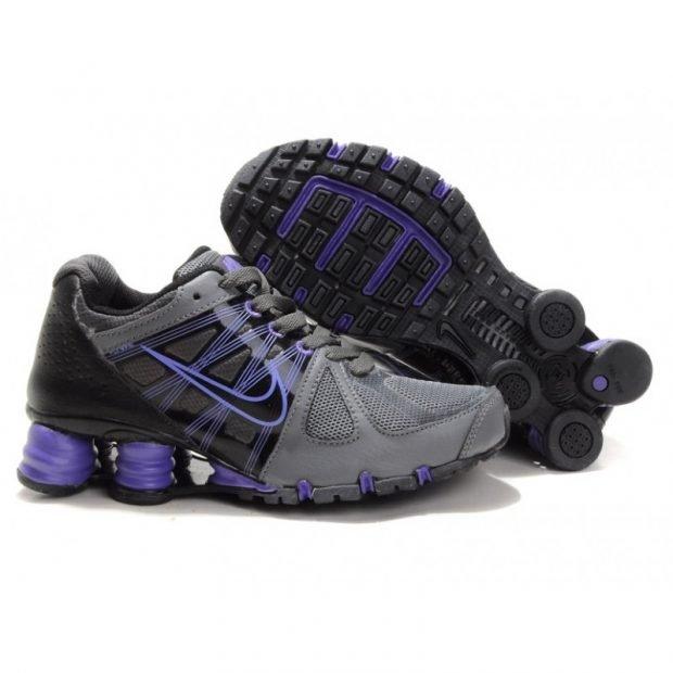 кроссовки в темных тонах