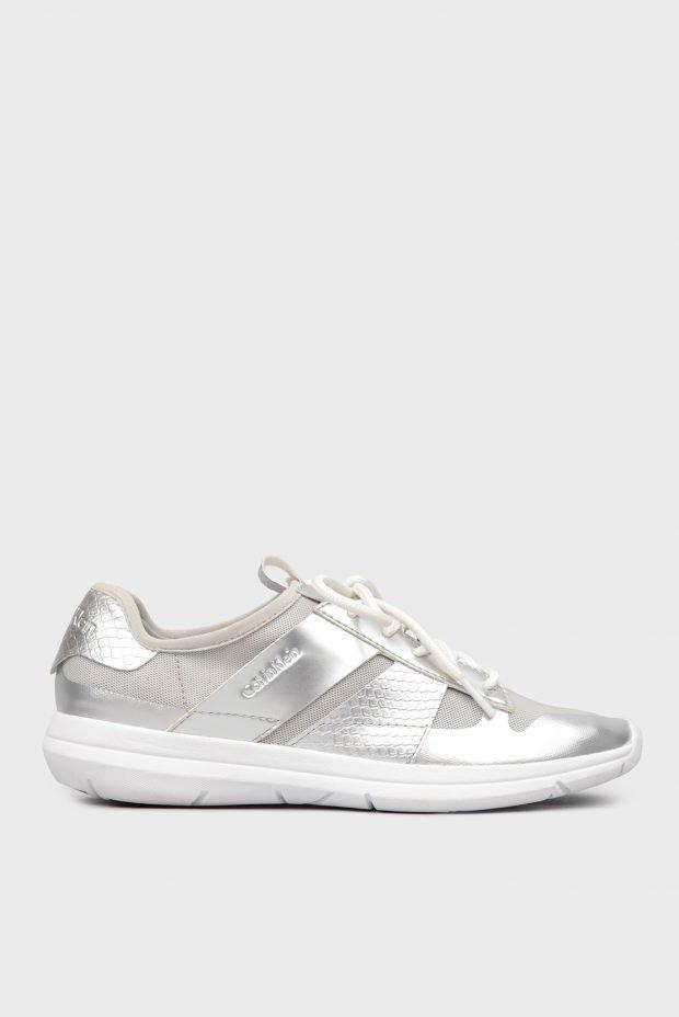 золотистые кроссовки