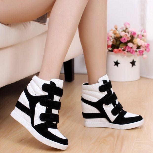 черно-белые кроссовки на танкетке