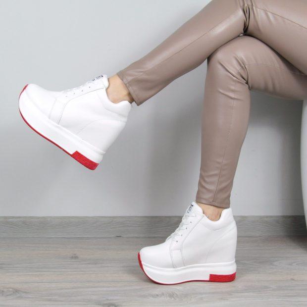 белые кроссовки на танкетке