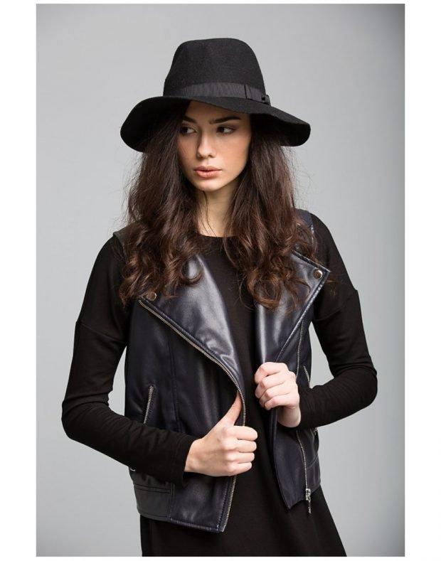 черный жилет со шляпой