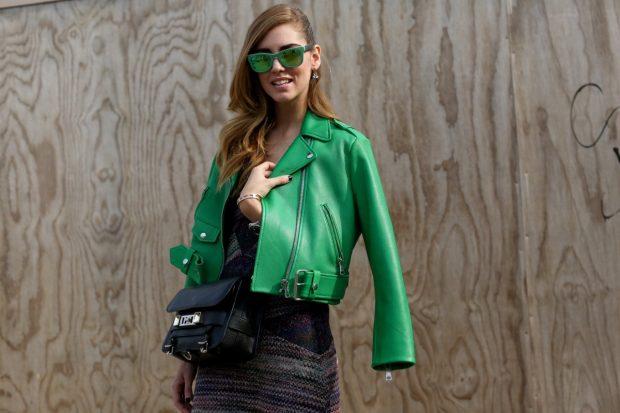 зеленая куртка косуха