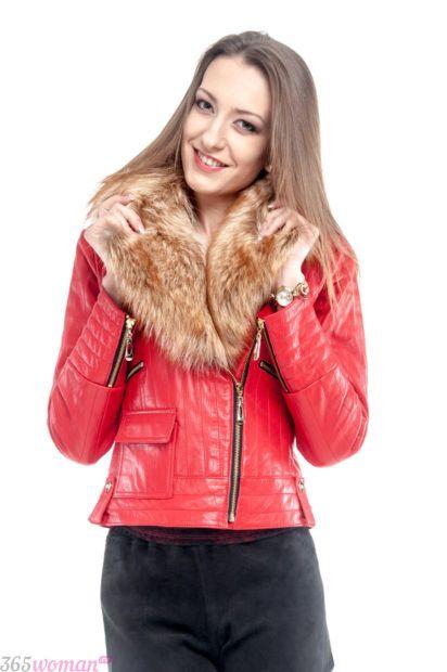 красная куртка косуха с мехом