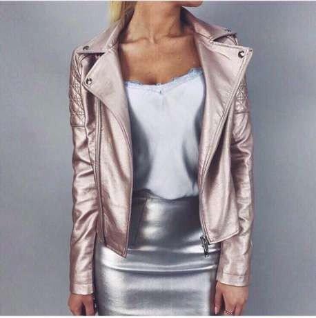 блестящая куртка косуха