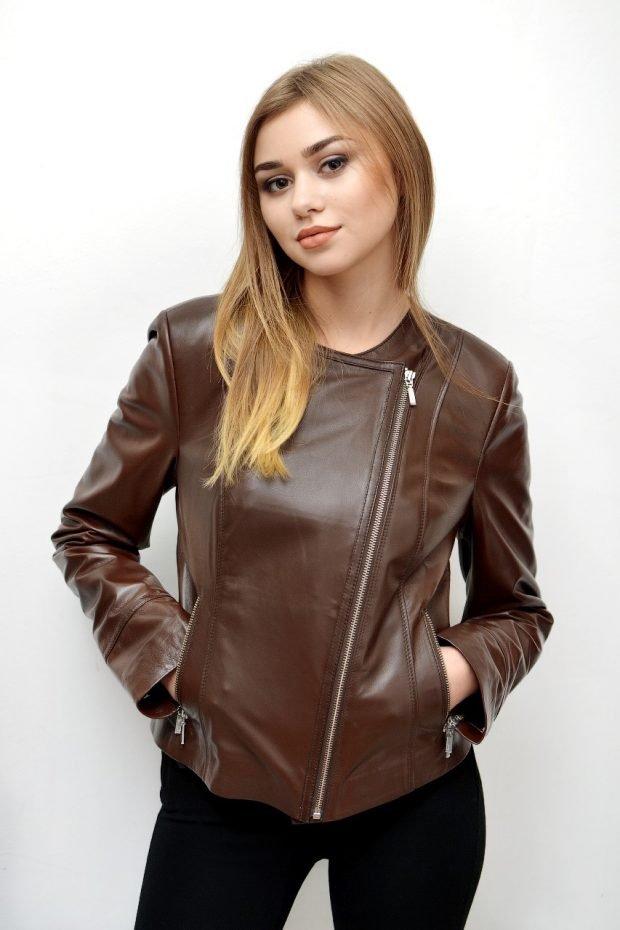 коричневая куртка косуха из кожи