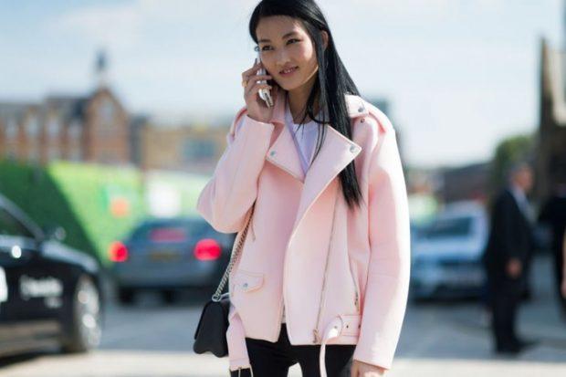 светло-розовая куртка косуха из ткани