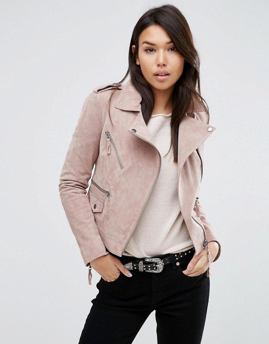 светлая куртка косуха из замши