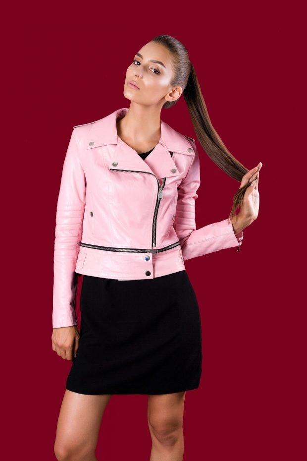 короткая розовая куртка косуха