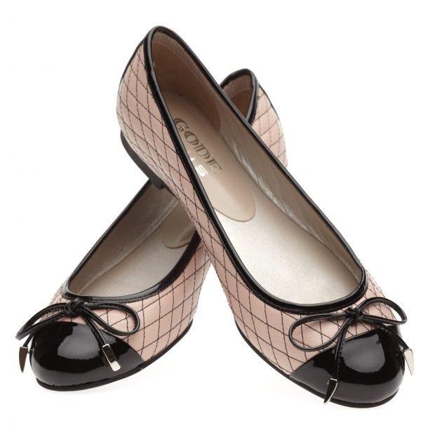 бежевые балетки с черным носком и бантиком